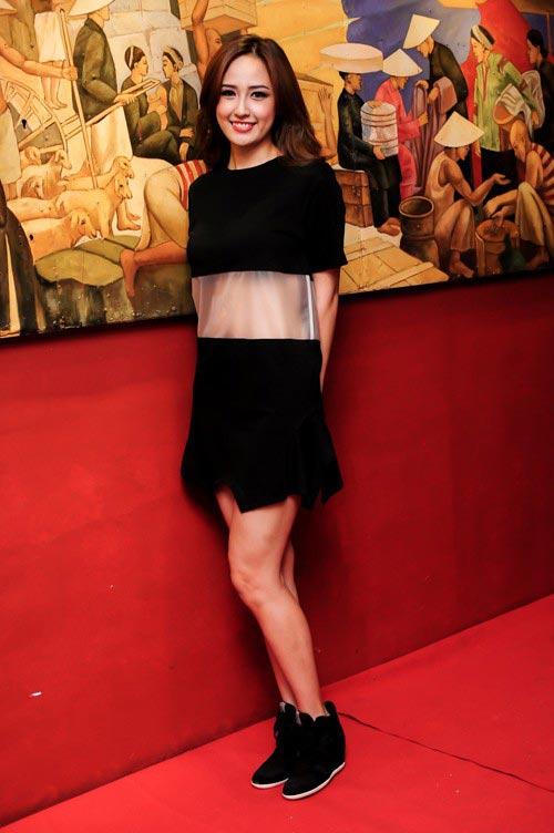 Mai Phương Thúy mê mặc váy cực ngắn khoe chân siêu dài - 10
