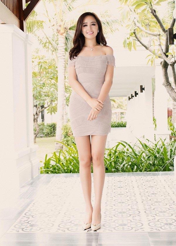 Mai Phương Thúy mê mặc váy cực ngắn khoe chân siêu dài - 8