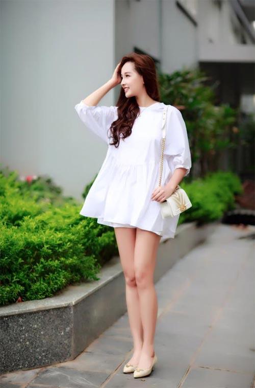 Mai Phương Thúy mê mặc váy cực ngắn khoe chân siêu dài - 15