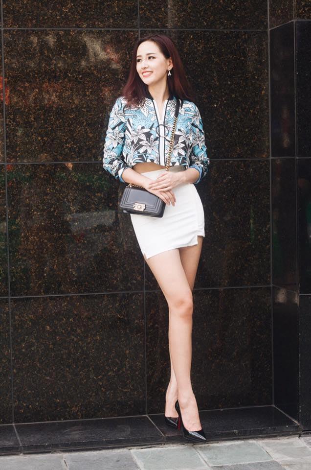 Mai Phương Thúy mê mặc váy cực ngắn khoe chân siêu dài - 16