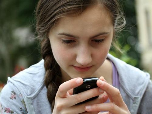 Dán mắt vào điện thoại sẽ khiến bạn ế dài dù xinh đẹp - 1