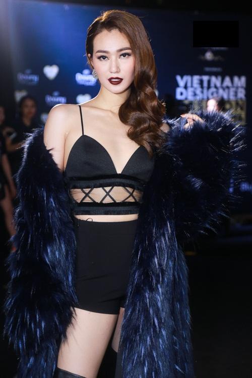 Jolie Nguyễn xẻ khoét tới hông, đọ sắc cùng dàn mỹ nhân Việt - 4