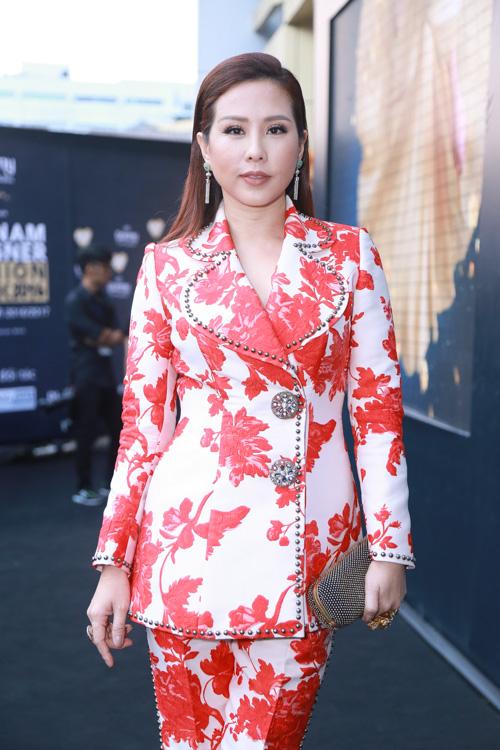 Jolie Nguyễn xẻ khoét tới hông, đọ sắc cùng dàn mỹ nhân Việt - 9