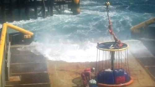 """Nhọc nhằn người tìm dầu: """"Cột mốc"""" chủ quyền giữa biển khơi - 2"""