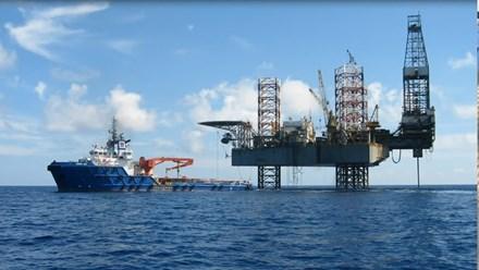 """Nhọc nhằn người tìm dầu: """"Cột mốc"""" chủ quyền giữa biển khơi - 1"""