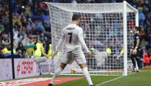 """Ronaldo tiệm cận Bóng vàng: Kỷ lục ghi bàn, sắp là """"vua đá 11m"""" - 1"""