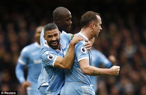 Watford – Stoke City: Phản lưới và thẻ đỏ - 1