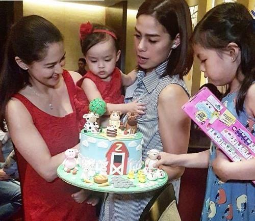 Người đẹp số 1 Philippines rạng ngời mừng con gái 1  tuổi - 2