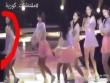 Mỹ nữ Hàn vẫn biểu diễn dù ngã khỏi sân khấu cao 2m