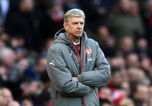 Wenger ở lại thêm 1 năm, fan Arsenal nổi giận lôi đình - 2