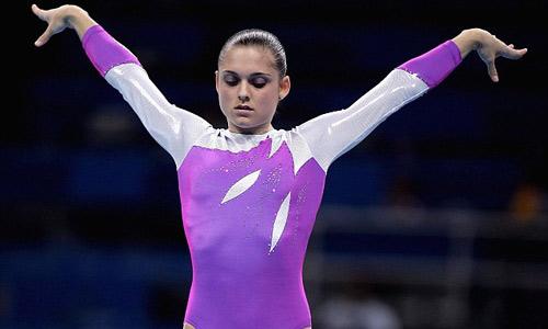Diễn xiếc: Rơi tự do 5m, huyền thoại Olympic gặp nạn - 1