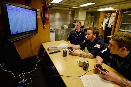 Cuộc sống tiện nghi của lính trên tàu ngầm hạt nhân Anh - 10
