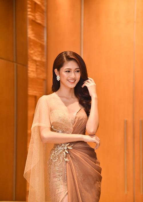 Á hậu Thanh Tú quyến rũ như nữ thần với váy ren gợi cảm - 4