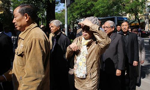 HN: Đoàn người lặng lẽ xếp hàng viếng Chủ tịch Fidel Castro - 6