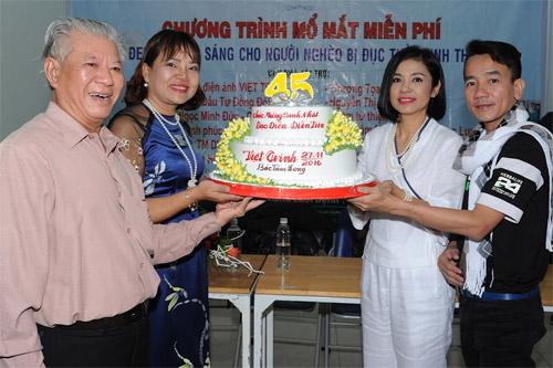 Việt Trinh góp nửa tỷ mổ mắt cho bệnh nhân nghèo - 2