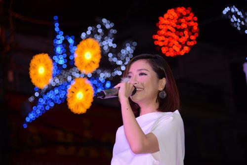 Bích Phương Idol gây chú ý tại showroom Elise Quy Nhơn - 1
