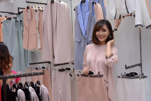 Bích Phương Idol gây chú ý tại showroom Elise Quy Nhơn - 4