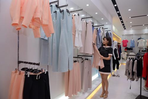 Bích Phương Idol gây chú ý tại showroom Elise Quy Nhơn - 5