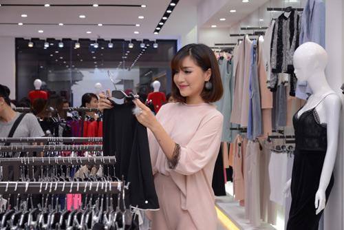 Bích Phương Idol gây chú ý tại showroom Elise Quy Nhơn - 6