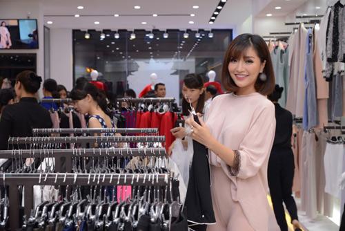Bích Phương Idol gây chú ý tại showroom Elise Quy Nhơn - 7