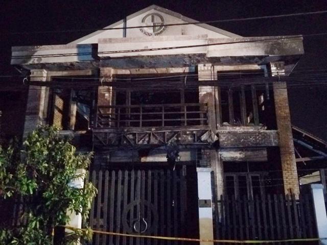 Cháy nhà ở ngoại ô Sài Gòn, nhiều người thương vong - 1