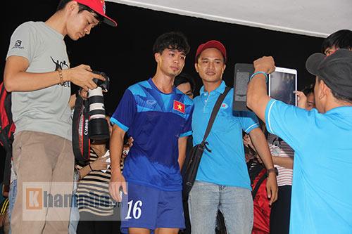 """Nữ sinh háo hức """"săn"""" ĐT Việt Nam sắp đá bán kết AFF Cup - 10"""