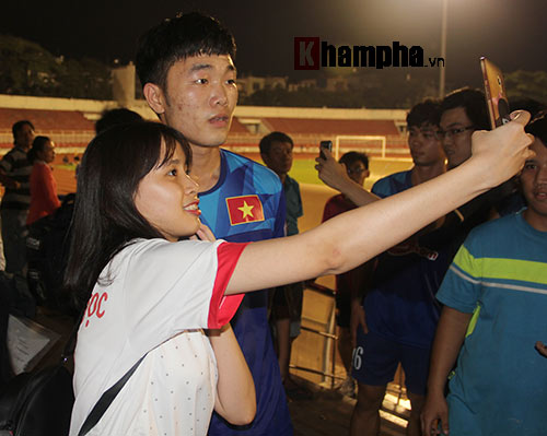 """Nữ sinh háo hức """"săn"""" ĐT Việt Nam sắp đá bán kết AFF Cup - 11"""