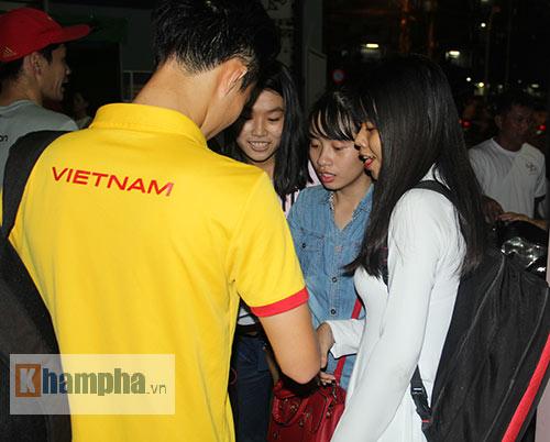 """Nữ sinh háo hức """"săn"""" ĐT Việt Nam sắp đá bán kết AFF Cup - 13"""
