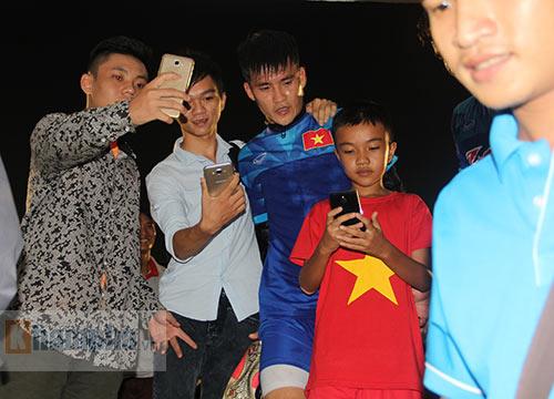 """Nữ sinh háo hức """"săn"""" ĐT Việt Nam sắp đá bán kết AFF Cup - 4"""