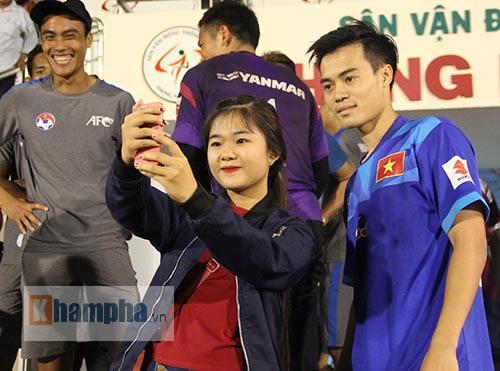 """Nữ sinh háo hức """"săn"""" ĐT Việt Nam sắp đá bán kết AFF Cup - 5"""