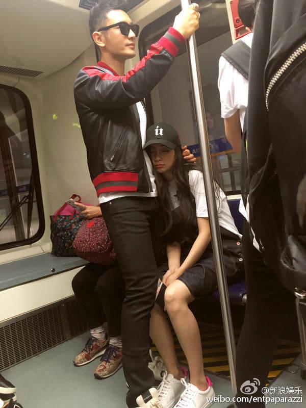 Fan bực vì cách chăm vợ bầu đối lập của Huỳnh Hiểu Minh và Hoắc Kiến Hoa - 8
