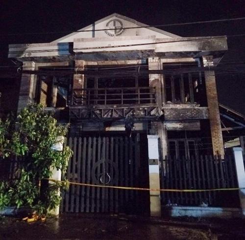 Vụ cháy 2 người chết ở SG: Nhiều người nhảy lầu thoát thân - 3