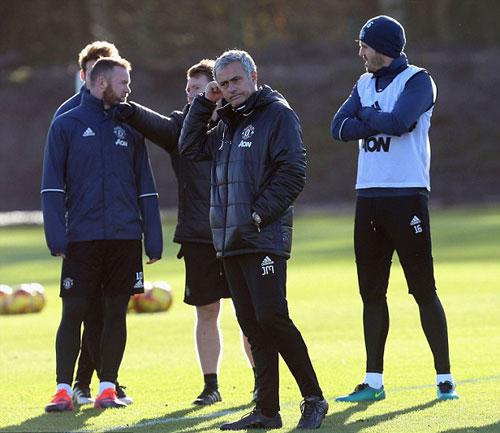 MU: Mourinho khởi đầu tệ y hệt… Sir Alex - 3