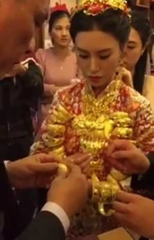 Thực hư thiếu nữ lấy chồng U70 để ôm 20kg vàng - 2