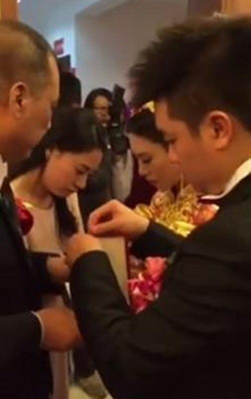 Thực hư thiếu nữ lấy chồng U70 để ôm 20kg vàng - 3