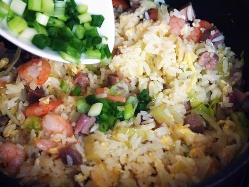 Cách làm cơm chiên Dương Châu ngon và đúng vị nhất - 13