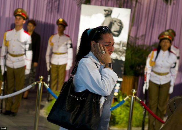 Dân Cuba nghẹn ngào từ biệt lãnh tụ Fidel Castro - 3