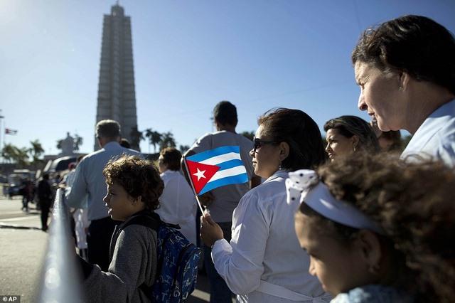 Dân Cuba nghẹn ngào từ biệt lãnh tụ Fidel Castro - 4