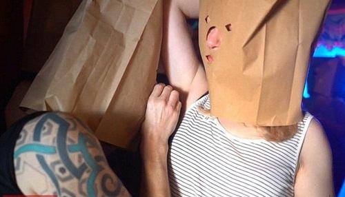 Kỳ quặc: Hẹn hò ngửi nách để tìm được người yêu - 1
