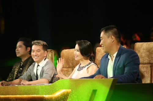 """Ngọc Sơn bị """"cưỡng hôn"""" trên sân khấu - 1"""