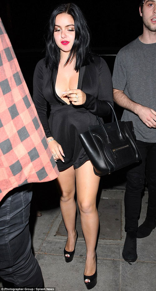 Cô béo đẹp nhất Hollywood mặc đồ ngắn trên hở dưới - 2