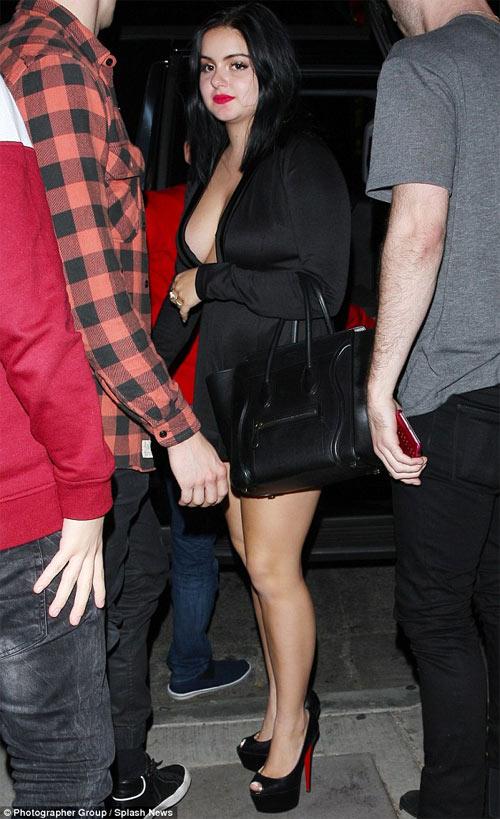 Cô béo đẹp nhất Hollywood mặc đồ ngắn trên hở dưới - 1