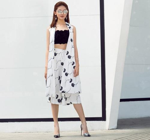 Á hậu Thùy Dung bất ngờ cá tính với áo bra-top hở eo - 1