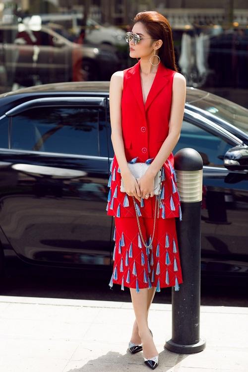 Á hậu Thùy Dung bất ngờ cá tính với áo bra-top hở eo - 4