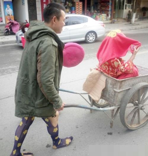 Chàng phụ hồ nghèo với màn rước dâu có 1 không 2 - 3