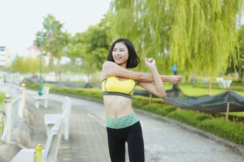 Người đẹp Đào Thị Hà luyện dáng sexy mà chẳng cần gym - 1