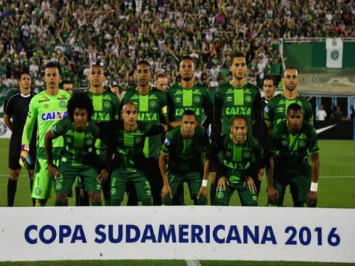 Máy bay chở đội bóng Brazil rơi: Cựu sao Atletico qua đời - 5