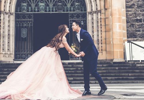 Vợ chồng Lê Hoàng (The Men) chụp ảnh cưới lãng mạn tại trời Tây - 6
