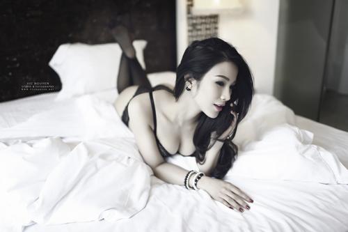 Rạo rực với loạt ảnh khuê phòng của hot girl Việt - 4