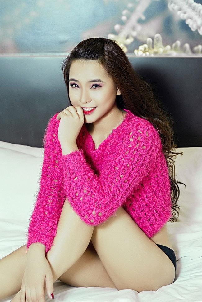Rạo rực với loạt ảnh khuê phòng của hot girl Việt - 2